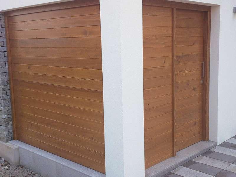 lesena drsna vrata na vrtni lopi