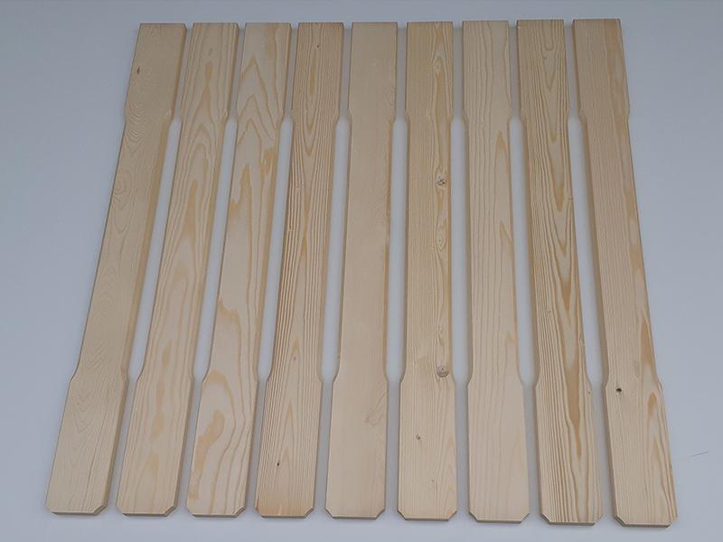 Lesena pobrušena ograjna deska ravnih linij
