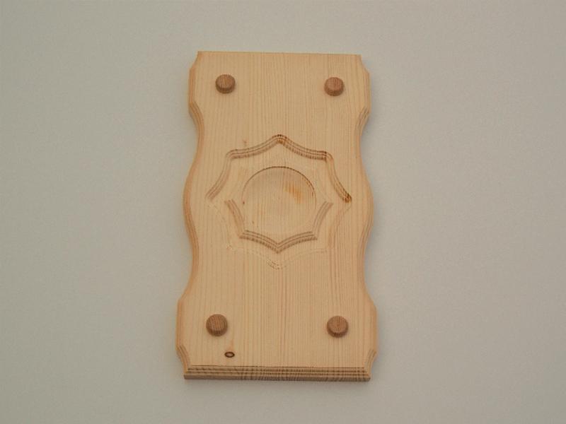 Lesena okrasna tabla za ograjo z vzorcem
