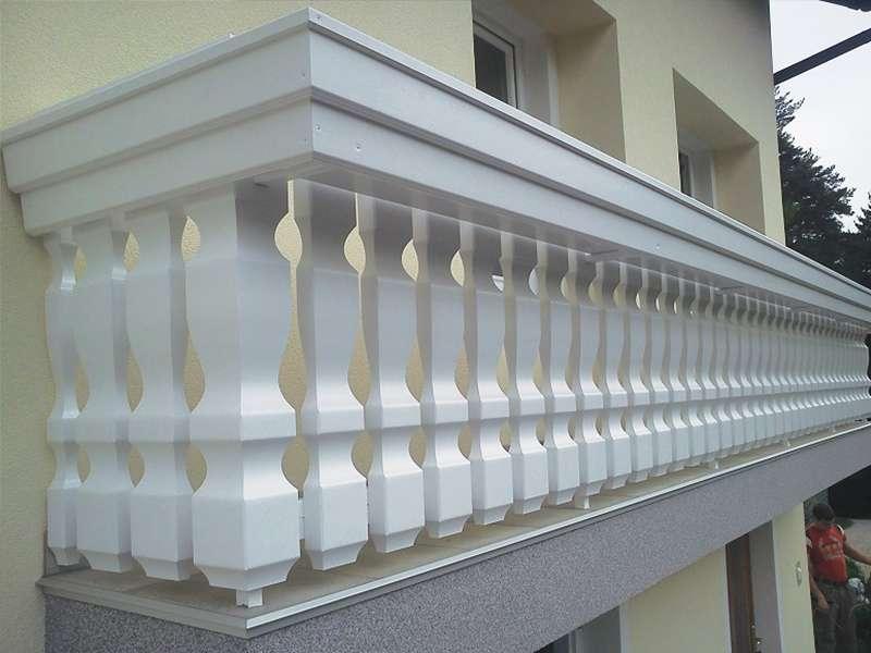 lepa masivna balkonska ograja iz lesa