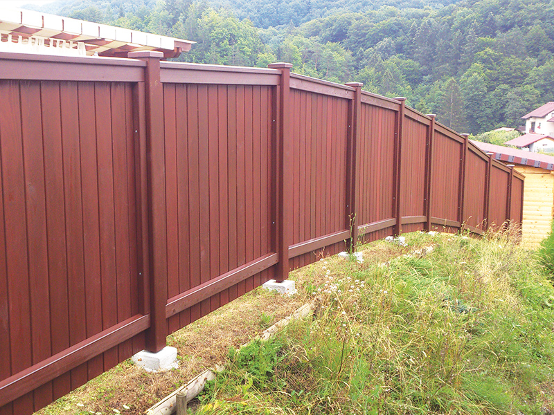 Lesena vrtna ograja Celje s prilagodljivim dizajnom