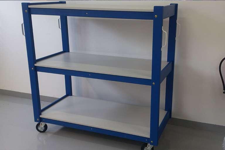 Lesen voziček s kovinsko konstrukcijo