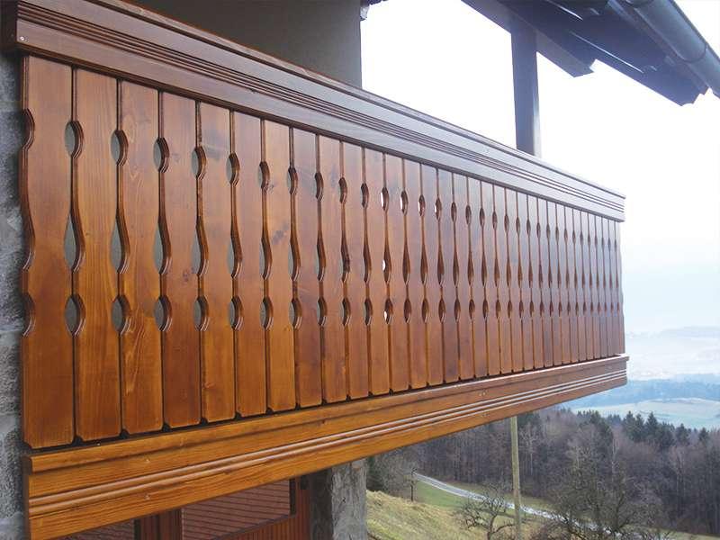Lesena ograja za balkon s spodnjo in zgornjo obrobo