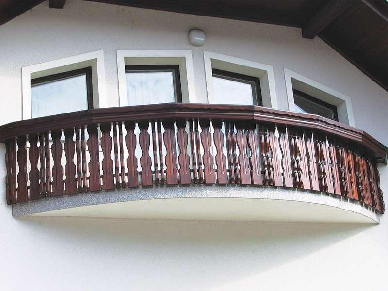 Montaža lesene kombinirane balkonske ograje Krašnja