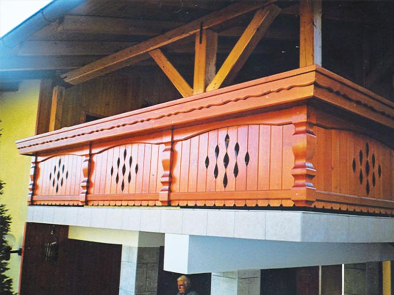 Lesena rjava ograja za balkone