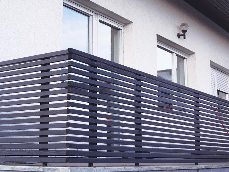 Ravna vzdolžna ograja na balkonu
