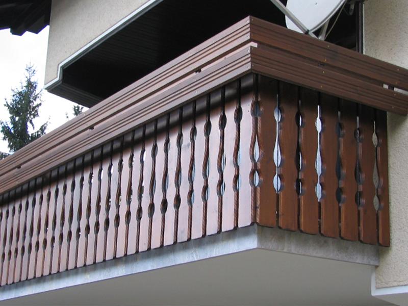 Ograja za balkon in vključeno korito za rože