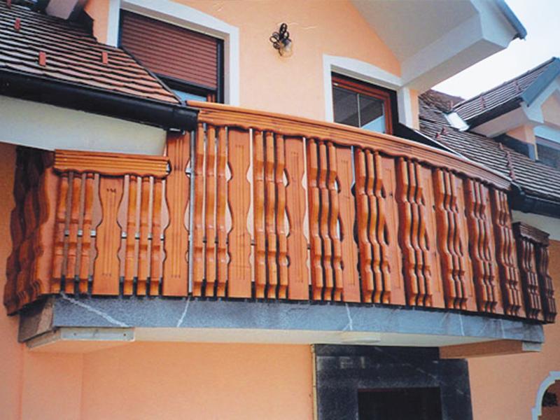 Rjava kombinirana balkonska ograja Snebrje