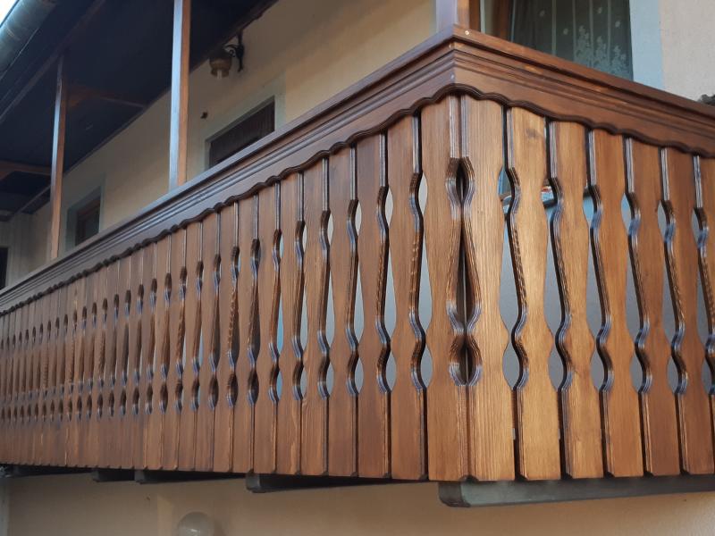 Pokončna oblikovana balkonska ograja Straža 2