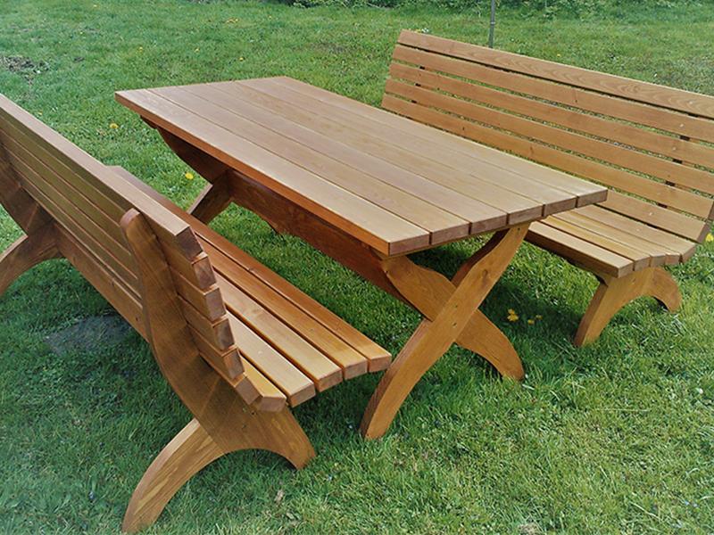 Lesena klop in miza za vrt